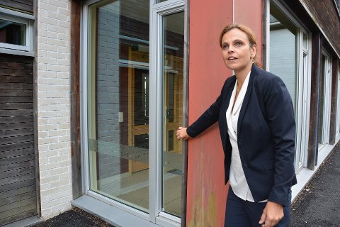 SLITT: Bildet ble tatt i fjor høst da rektor Kristin Støren viste TA rundt på Borge skole og Lilleborge. Her ser man deler av Borge skole, som også har en del slitasje.