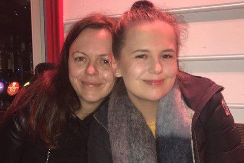 Eirin Mikkelsen (t.v) er savnet i Sverige. Nå fortsetter frivillige søket. Det gir halvsøsteren Ann-Louise Mikkelsen (t.h) håp om å finne henne. Foto: PRIVAT