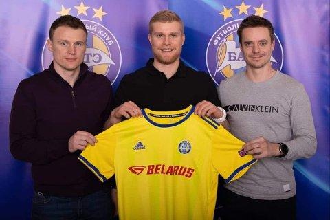 KLAR: Emil Jonassen ble fredag klar for den hviterussiske toppklubben BATE Borisov. Til høyre agent Thomas Skilbred.