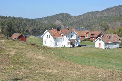 FARMEN-GÅRDEN: Lundereid gård i Farsjø i Kragerø blir det nye innspillinggsted for den ordinære Farmen 2019. Klikk på pilene eller sveip for å se flere bilder fra Farmen-gården. Foto: Per Eckholdt
