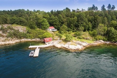 Hytta på Langøy er lagt med en prisantydning på 13 millioner kroner.