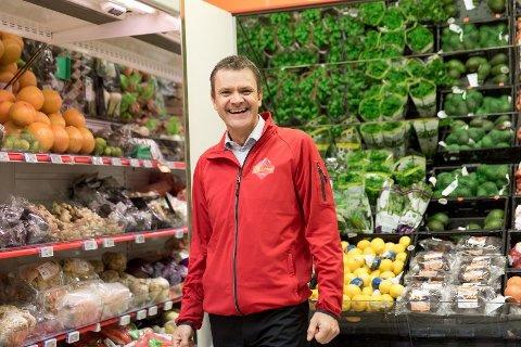 TOK OPP KONKURRANSEN:- Uten Extra ville maten vært dyrere i Norge, sier kjededirektøren i Extra Christian Hoel. Foto: Paul Weaver