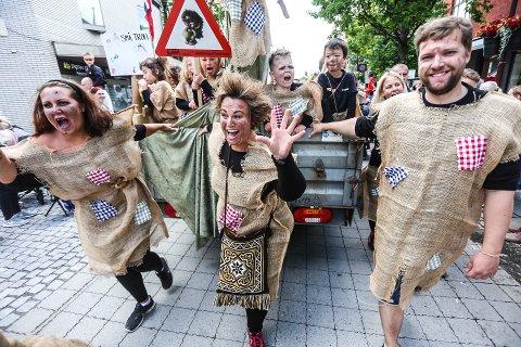 Opptog: Barnas dag har hatt et stort utvalg tema for opptoget. Her var en haug med troll i aksjon.