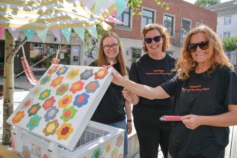 Gratis: Ingvild Skarvang, Gitte Susanne Hansen og Anne Sara Ellingsen gleder seg over å kunne by på et sommeråpent gratistilbud til ungdom.