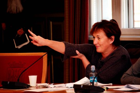 AVVIK: Karianne Hansen (Frp) ber administrasjonen svare på om sommervikarene får god nok opplæring med tanke på de mange avvikene innen legemiddelhåndtering så langt i år.