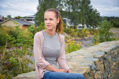 Tenåringsmor: Tina Olsen Andreassen ble mamma for første gang som 13-åring. Hun ser tilbake på ungdomstiden som lærerik og er nå fornøyd med livet som 24 år og trebarnsmor. Foto: Helene Marie S. Paalsrud