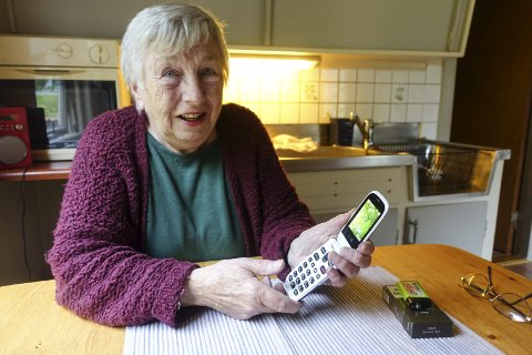 Får ikke Bestilt pass: Unni Brattrud trenger pass, men det er ikke enkelt med telefon uten nett. - Da får jeg ikke time på passkontoret på Notodden, sier Brattrud.