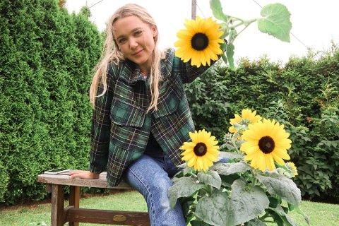 MANGE FØLGERE: Nesten 28.000 personer følger Ingrid Bergtuns syprosjekter på Instagram. Her har hun på seg en jakke hun har redesignet.