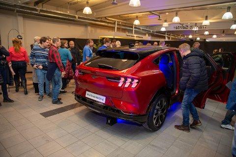 STOR INTERESSE: Det er stor interesse for Fords nye elbil Mustang Mach-E. Torsdag starter salget for alvor.