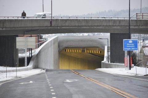 STØV: Mange har klaget på støv og dårlig sikt inne tunnelene i Grenland den siste tiden samtidig som viftene står stille. Foto: Edle Eidbo-Hansen.