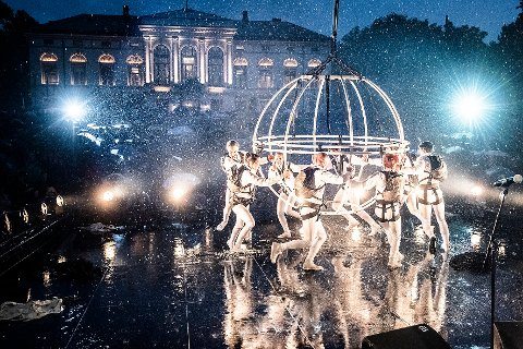 25 ÅR I ÅR: Fra åpningen av fjorårets teaterfestival og det største gratisarrangementet av dem alle, brUsteinsballet.