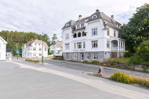 TREUNGEN BAKERI: Huset som er bygget i judgenstil på 1920-tallet er nå til salgs.