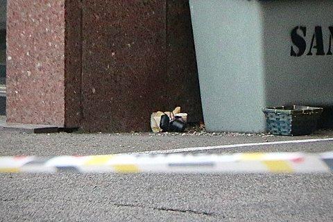 «BOMBE»: Slik så det som viste seg å være en ufarlig gjenstand ut da den lå utenfor attføringsbedriften Keops i Porsgrunn.