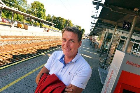INGEN ENDRING: Går det som stortingspolitiker Kårstein Eidem Løvaas, både tror og håper, blir det ingen endring på morgenrutene for Vestfoldbanen etter 14. desember.