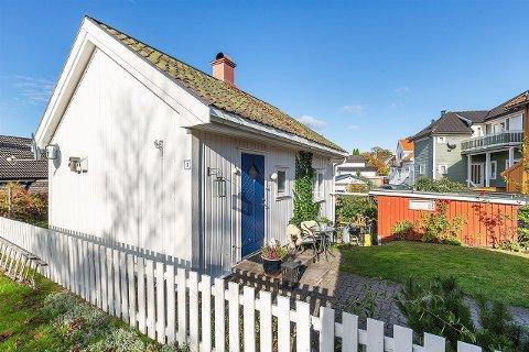 SOLGT: Byens minste hus er solgt. Åtte personer var med i budrunden.