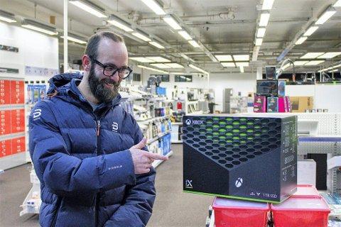 HELDIG: Remy Hansen (34) var den eneste som kunne ta turen innom Elkjøp og hente sin forhåndsbestilte Xbox Series X, som hadde lanseringsdato i dag.