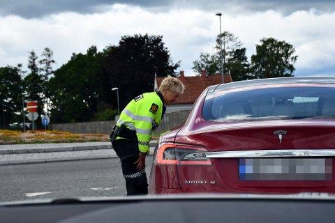 STOPP! Politiet kunne hanke inn flere fartssyndere torsdag kveld. Bildet er fra en tidligere kontroll. Foto: Even Berthelsen
