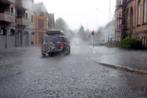 REGN MED REGN: Det ligger an til en grå og våt uke. Arkivfoto: Kurt André Høyessen