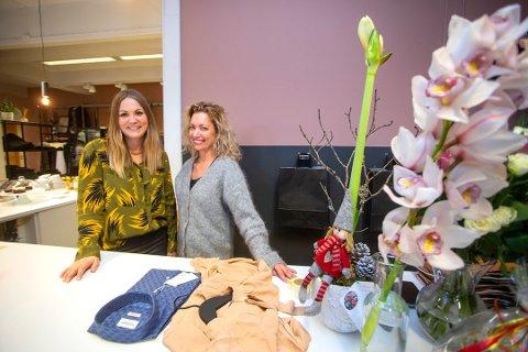 FJORÅRETS VINNERE: I fjor var det klesbutikken og kafeen Victoria & Henrik i Lunde i Nome, med Karin Kjeldal og Linda Gunnerød i spissen, som ble stemt frem som stedet som ga aller best service i 2019.