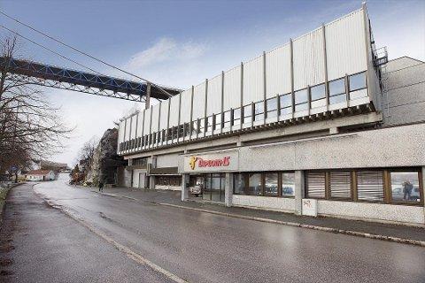 SOLGT: De gamle produksjonslokalene til Diplom-is i Brevik er nå solgt. Den nye eieren tar over innen 1. mars neste år.