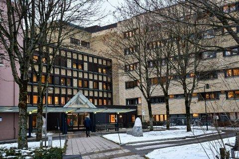 FLERE INNLAGT: Flere pasienter med covid-19 har blitt lagt inn på Sykehuset Telemark i løpet av det siste døgnet.
