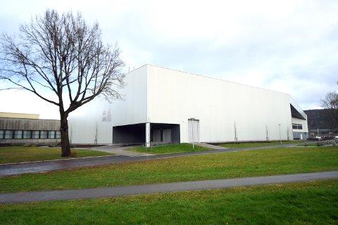 SJEKKET: Porsgrunn kommune har leid inn en uavhengig part for å sjekke gulvet i dobbelhallen.