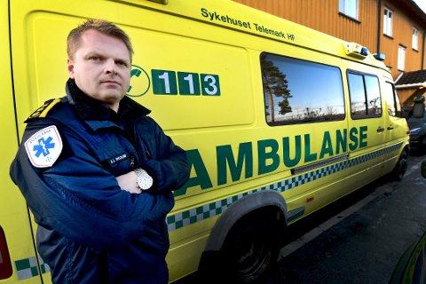 TRENGER TI LÆRLINGER: Ambulansesjef Knut Inge Brekka Skoland ønsker å ansette 10 lærlinger men kan ende opp med halvparten.