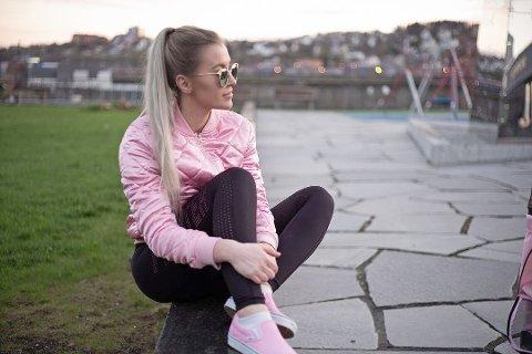 Lotte Cornelia Ninja Fagerheim (28) fra Bodø har skapt sin egen business ved å selge nakenbilder av seg selv på nett. Den tidligere toppbloggeren kan ikke tenke seg noe annet å jobbe med. Foto: Kristoffer Eide