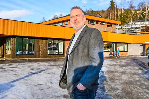 DRIFTEN MÅ NED: Rådmann Øystein Tveit og Kviteseid kommune bruker mer penger enn det som kommer inn og må nå kutte driften i alle ledd..