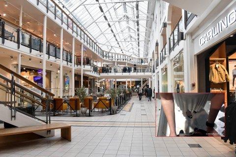 UBEHAGELIG: En sexvideo filmet i et prøverom i en klesbutikk i Farmandstredet er en oppførsel verken butikken eller senteret ser på med blide øyne. Den aktuelle butikken er ikke blant butikkene du ser på bildet. Foto: Aleksander Limkjær