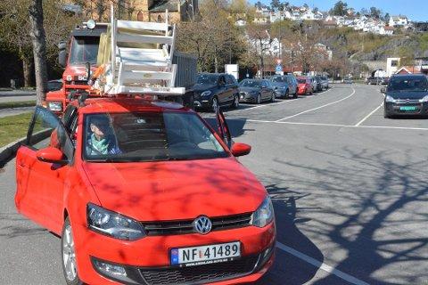 FULL BIL: Bilen som Ingunn Georgsen var passasjer i var fullpakket og hadde dessuten stoler til hytta på taket. Foto:Per Eckholdt