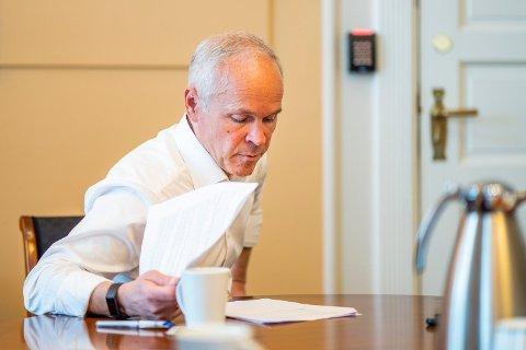 Finansminister Jan Tore Sanner (H) forsyner seg grovt av oljefondet i forslaget til revidert nasjonalbudsjett. Foto: Håkon Mosvold Larsen (NTB scanpix)