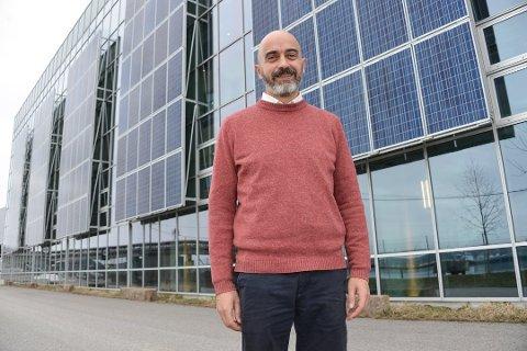 I GANG: Snart starter produksjonen ved Rec Solar på Herøya, ifølge fabrikksjef David Verdu.