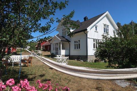 SOMMERDRØM:  15 prosent av de som skal reise i Norge sier at de har planer om å leie en hytte. Dette huset i Langangsfjorden er nå utleid hele sommeren.