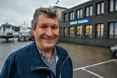 BLANT DE BILLIGSTE –TIL VANNS: Jarlsø Marina kjører samme pris på drivstoff gjennom hele sesongen. – I år er vi tre kroner billigere enn i fjor, sier Terje Jensen.