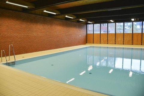 SLUTT: Det er slutt for svømming i Brevik svømmehall. I løpet av neste år skal hallen bort.