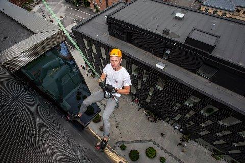 MODIG: Flere unge rappellerte ned fra Comfort Hotel mandag. Foto: Per-Åge Eriksen.