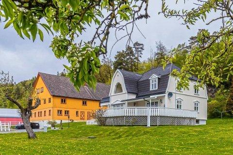 SOLGT: Familiegården ble solgt for 9,5 millioner kroner, 600 000 kroner over prisantydning.