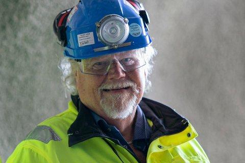 ALDRI SYK: Knut Edmund Knutsen har jobbet på anlegg i 46 år. Ikke en eneste dag har han vært hjemme på grunn av sykdom.