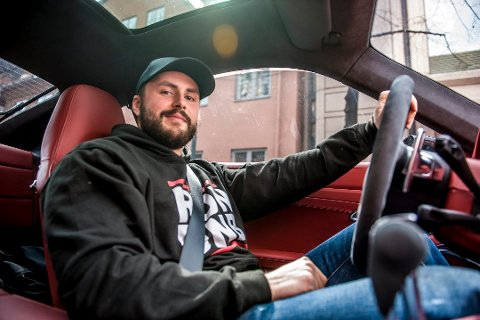 BILFRELST: Michael Stang Treschow tok med ØP på kjøretur i hovedstadens gater da det eksklusive bilfirmaet startet opp virksomheten i 2016.