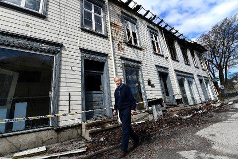 TRIST: Eiendommen var et trist syn, etter brannen våren 2018.