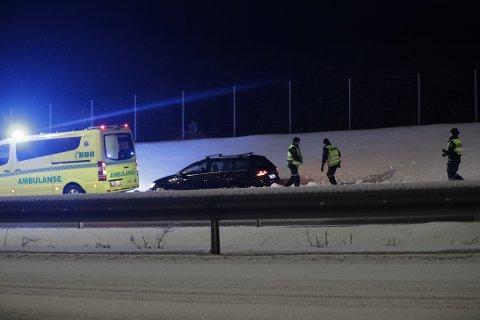 PIRUETT: Bilen skal ha tatt en piruett i veibanen før den stanset i grøfta.
