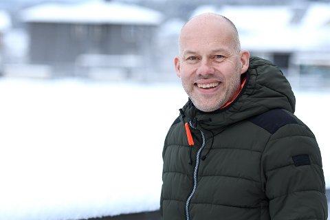SENTRAL: Knut Helge Hagen er involvert i mye av det som skjer i idretts-Telemark. Den tidligere fotballspilleren stortrives i jobben som sportsjef ved Telemark Toppidrett.