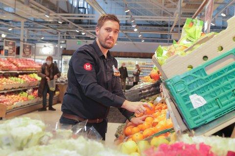 LØNNSOM: Christer Thorne er daglig leder ved Meny på CC Vest på Lilleaker. Det er Norges største og mest lønnsomme dagligvarebutikk. Foto: Jørgen Hyvang