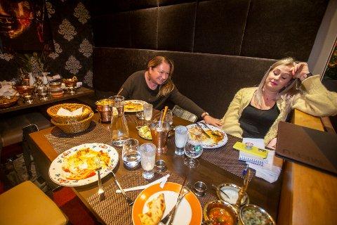 LEI: Utover kvelden blir vi stadig mer oppgitte over servicen på restauranten.