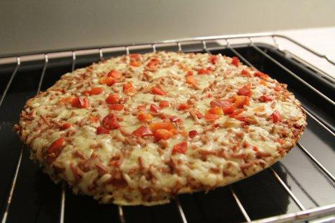 FROSSEN KALORIBOMBE: Nordmenn slår frossenpizza-rekord, og ernæringsekspert kommer med klart råd til forbrukerne.