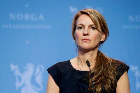 Avdelingsdirektør i Folkehelseinstituttet, Line Vold under en pressekonferanse om koronasituasjonen. Foto: Berit Roald / NTB