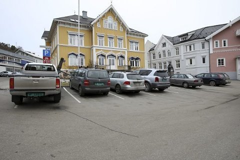 ILLUSTRASJON: Det kan bli gratis to timers parkering i Kragerø sentrum.
