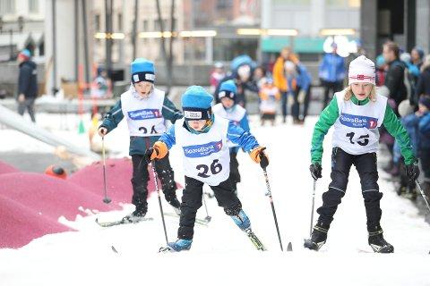 ØNSKER RENN: Grenland Ski-trener Terje Bakke og leder av Gulset ski, Fredrik M. Nilsen, håper veldig på at renn kan starte opp igjen - og også de mange skikarusellene, som er gode rekrutteringsarenaer.