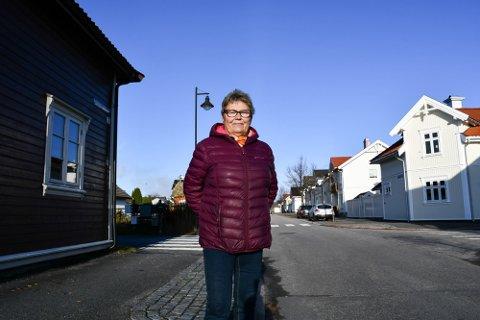 GLEDER SEG: Eli Christiansen bor i Amtmand Aalls gate i Skien. Hun gleder seg over at navnet beholdes. Det er i alle fall innstillingen i en ny sak.